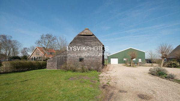 Oude houten schuur in Wijngaarden