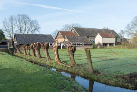 Oude boerderij met schuren in Oud-Alblas