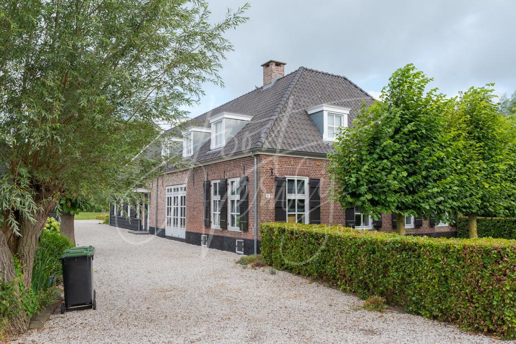 Woonboerderij in het buurtschap Den Dool D8102248