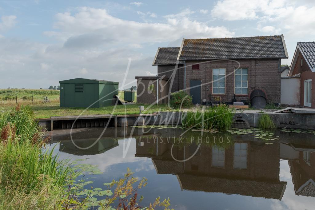 Oude gemaalgebouw in buurtschap Den Dool D8102260