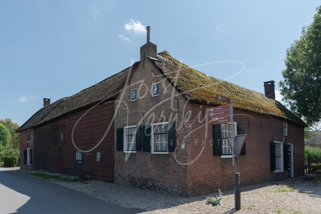 Boerderij uit de 18e eeuw in Pinkveer D8102710