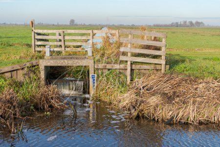 Stuw voor afwatering poldersloten