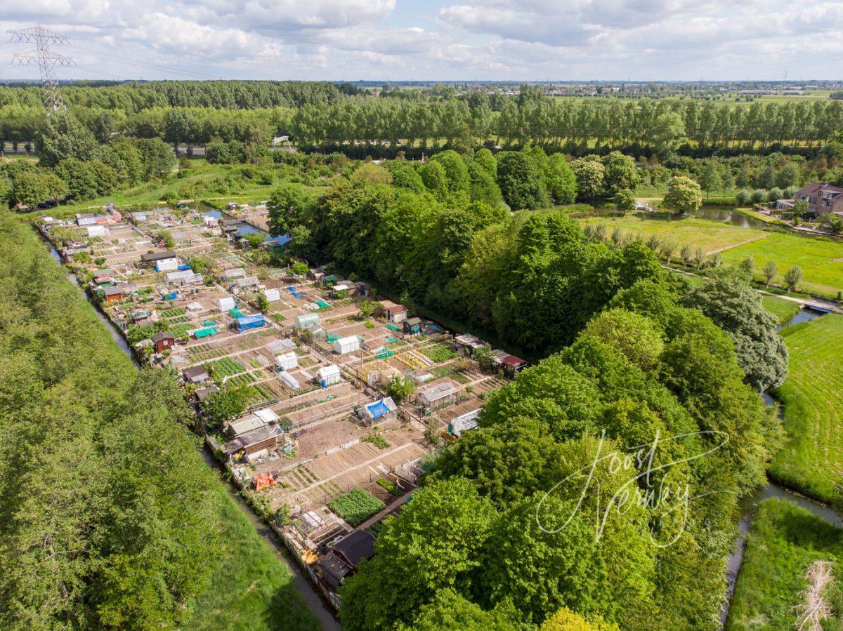 Luchtfoto volkstuinen complex in Papendrecht