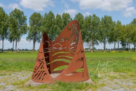 Kunstwerk de Golf bij Wijngaarden