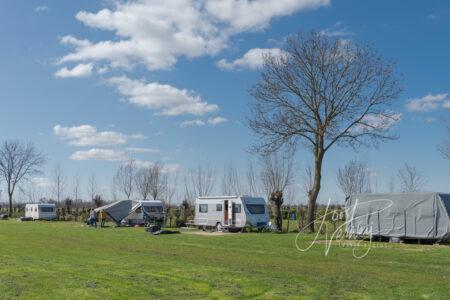 Opbouw seizoenplaats op camping