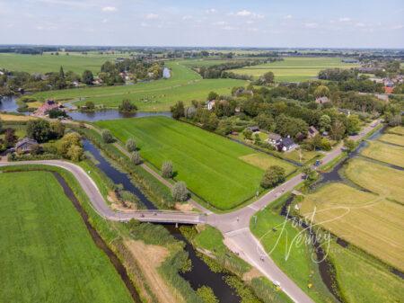 Luchtfoto driesprong bij Giessenburg en Hoornaar
