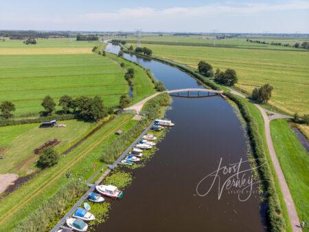 Luchtfoto fietsbrug over Groote- of Achterwaterschap