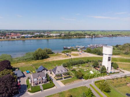 Luchtfoto watertoren in Nieuw-Lekkerland