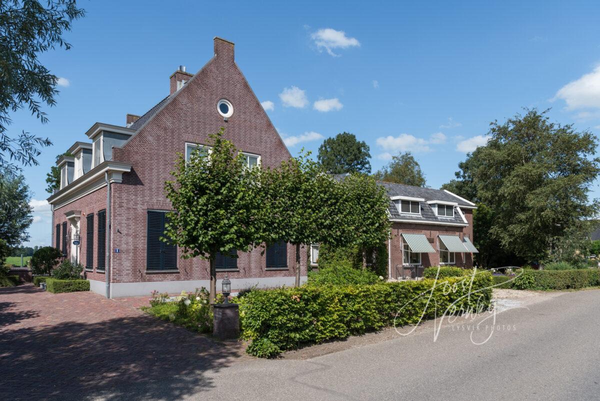 Woningen aan de Dorpsstraat in Wijngaarden
