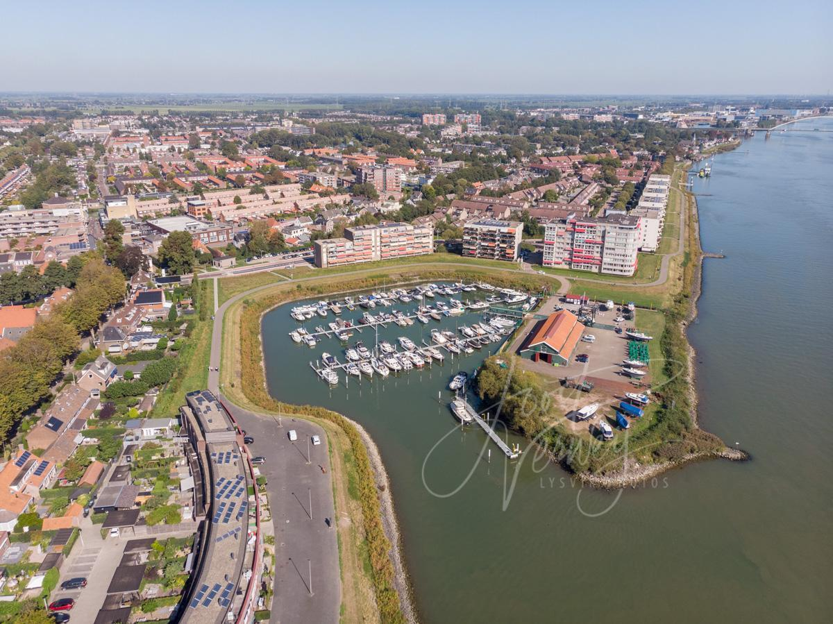 Luchtfoto jachthaven in Papendrecht