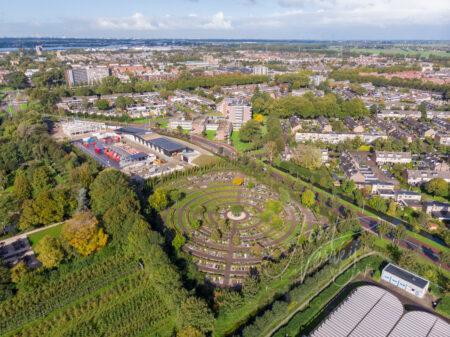 Luchtfoto Papendrecht met begraafplaats