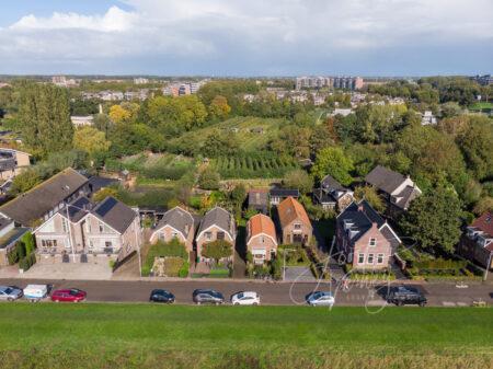 Luchtfoto dijkwoningen aan de Kerkbuurt