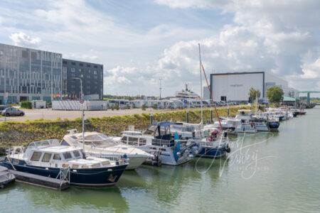 Camperpark bij jachthaven in Alblasserdam