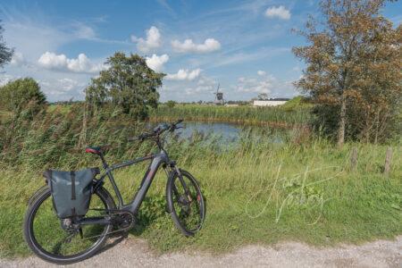 Fiets bij wiel aan Zijdeweg