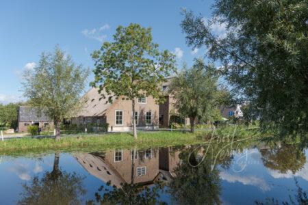 Dorpsbeeld met boerderijen in Brandwijk