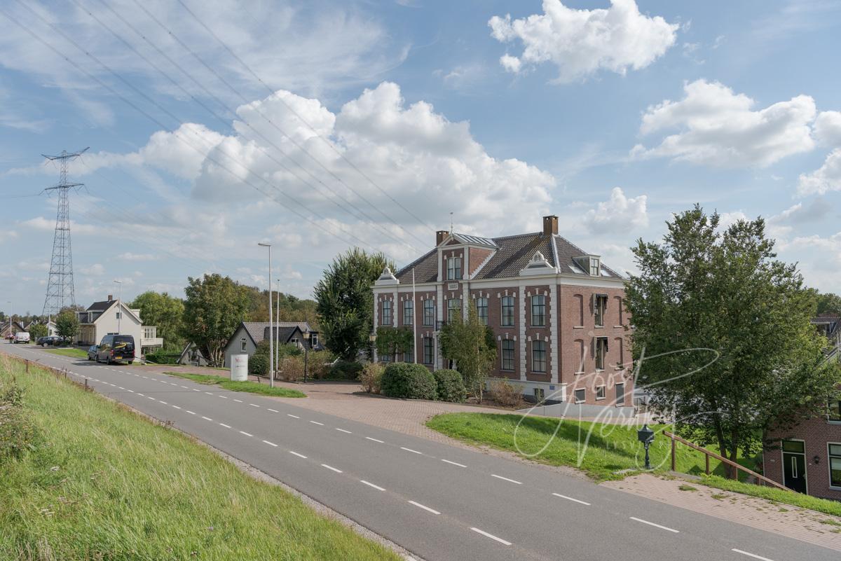 Monumentaal gebouw aan de Lekdijk 354