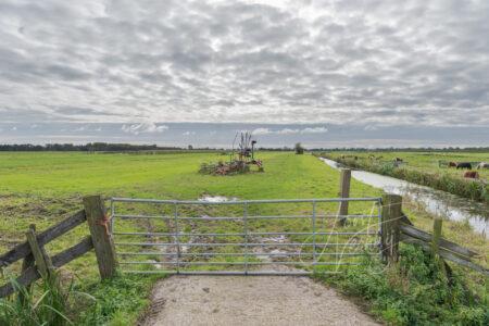 Landbouwwerktuig in polder