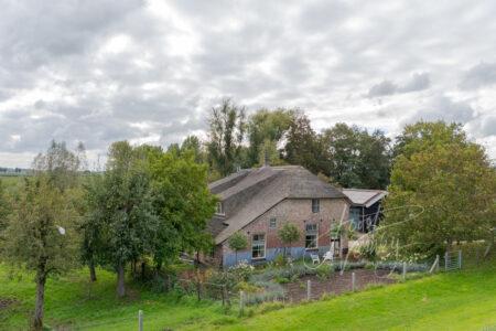 Boerderij langs de Lekdijk bij Tienhoven