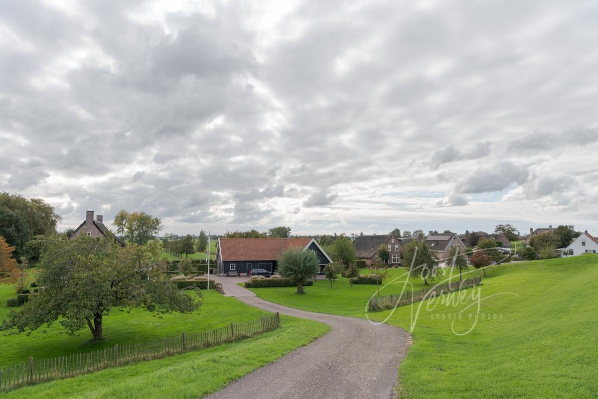 Woningen langs de Lekdijk bij Tienhoven