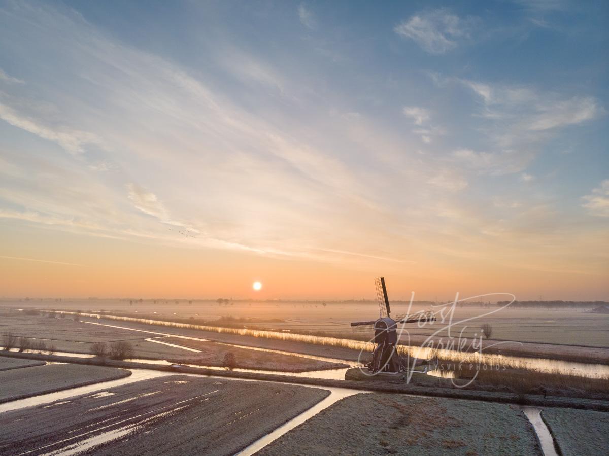Luchtfoto Broekmolen bij zonskomst
