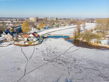 Luchtfoto schaatsen op natuurijs