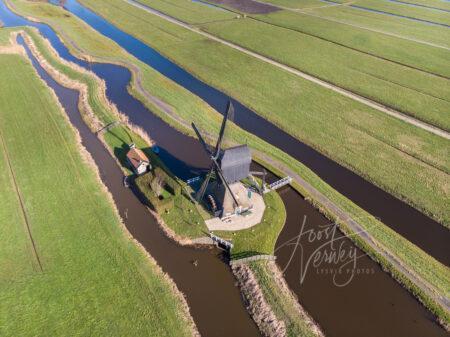 Luchtfoto Middelmolen in Molenaarsgraaf