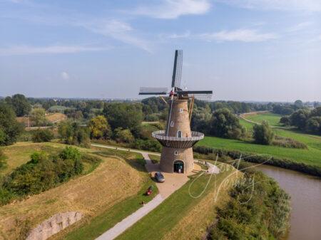 Luchtfoto korenmolen De Hoop in Gorinchem
