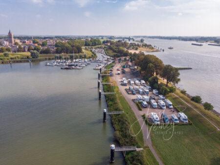 Luchtfoto camperplaats de Punt in Gorinchem